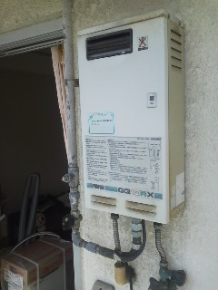 大阪市西成区 マンション ノーリツ ベランダ設置 ガス給湯器 取替工事(交換)
