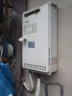 大阪府大阪市 マンション ノーリツ ベランダ設置型 ガス給湯器 取替 工事(交換)