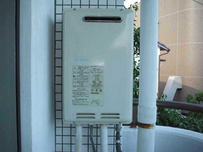 西宮市 マンション ノーリツ ベランダ設置ガス給湯器取替(交換)工事