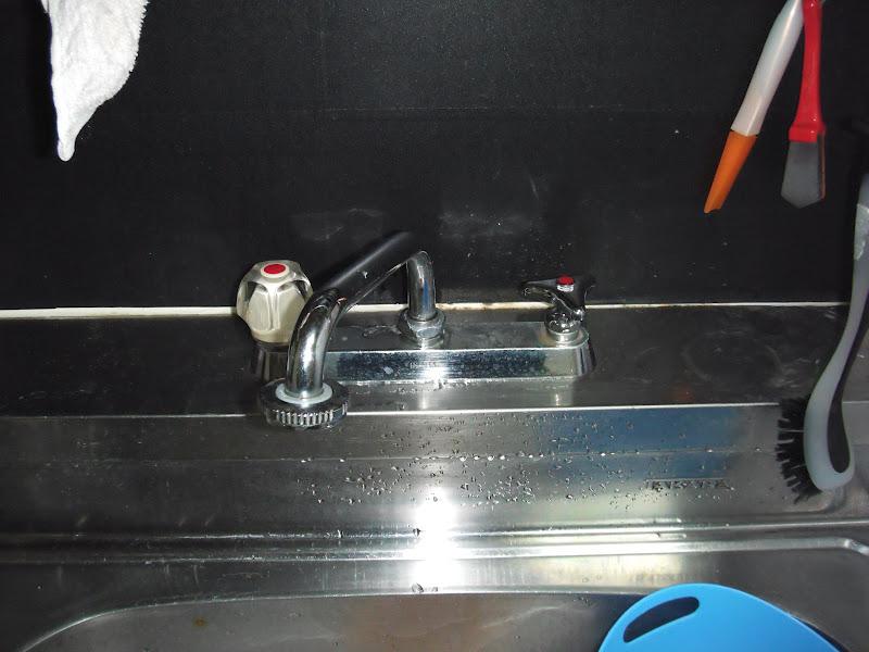 堺市西区 賃貸マンション TOTO製2ハンドル水栓 取替(交換)