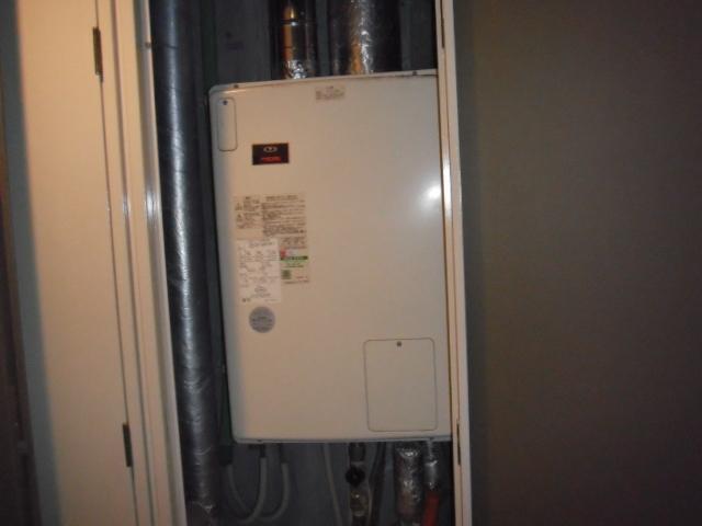 兵庫県明石市 マンション ノーリツガス風呂給湯器 屋内設置型 強制給排気 取替交換工事