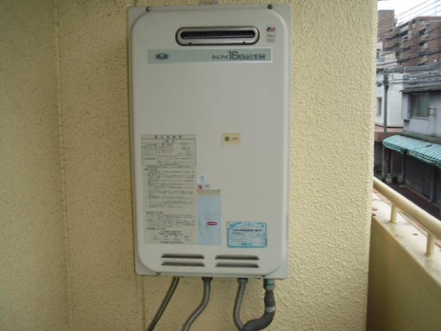 兵庫県尼崎市 賃貸マンション ノーリツ ガス給湯器 屋外設置型 取替交換工事
