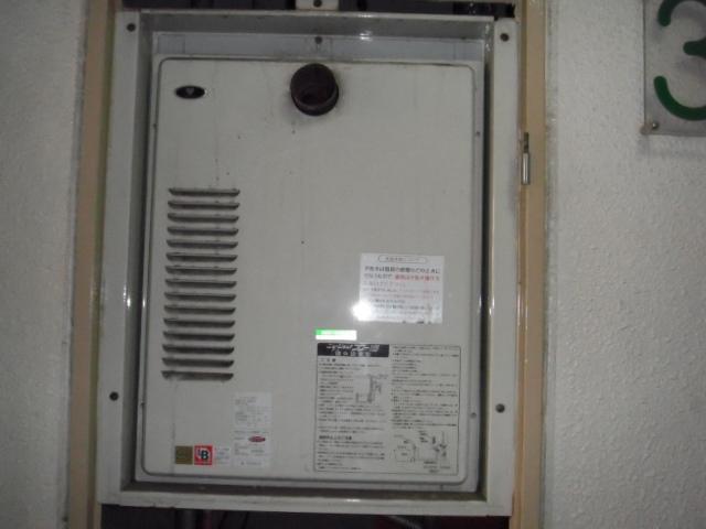 兵庫県尼崎市 賃貸マンション ノーリツ高温差し湯ガス給湯器 扉内設置形 取替交換工事