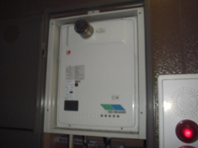 兵庫県尼崎市 賃貸ハイツ ノーリツ ガス給湯器 前方排気 取替交換工事