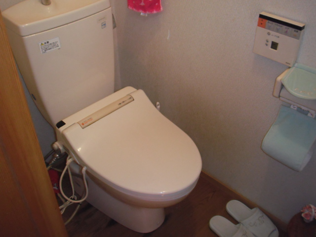 兵庫県西宮市 戸建て住宅 東芝 トイレ 温水洗浄便座 取替交換工事