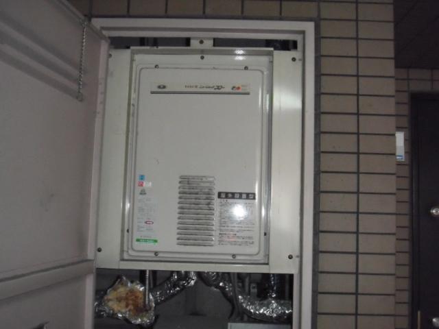 大阪市阿倍野区 マンション リンナイ ガス給湯器 高温差し湯タイプ 後方排気形 取替交換工事