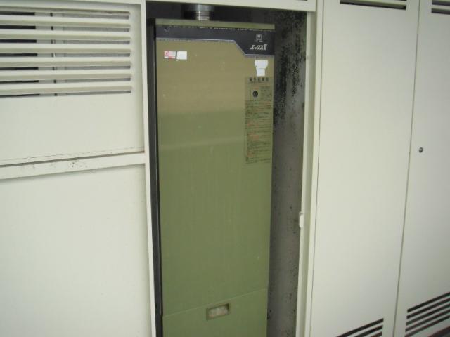 兵庫県芦屋市 マンション ノーリツ ガス給湯器 前方排気延長形 取替交換工事