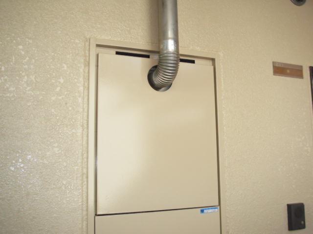 兵庫県尼崎市 マンション ノーリツ ガス給湯器 前方排気延長形 取替交換工事
