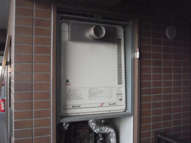 兵庫県尼崎市 マンション リンナイ ガス給湯器 前方排気形 取替交換工事