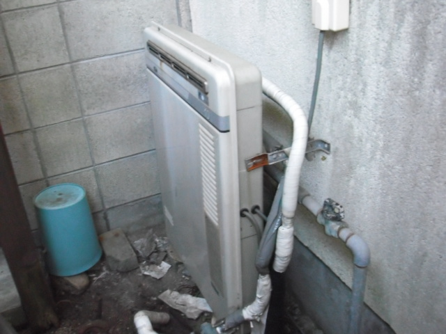 兵庫県西宮市 戸建て住宅 ノーリツ ガス追い炊き付き給湯器 隣接設置形 取替交換工事