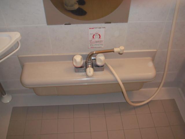 兵庫県西宮市 戸建て住宅 TOTO浴室シャワー水栓 サーモ デッキタイプ 取替交換工事