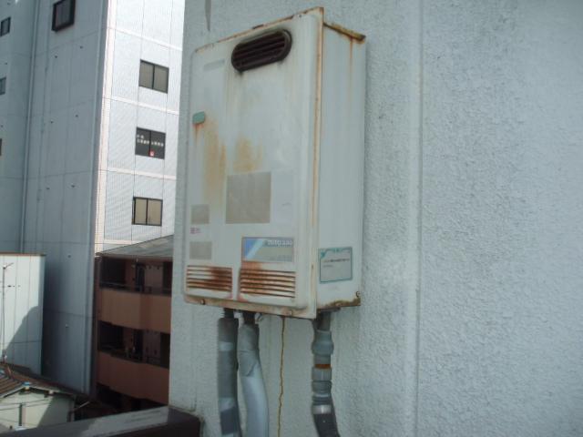 大阪府高槻市 マンション ノーリツ ガス給湯器 屋外設置型 取替交換工事