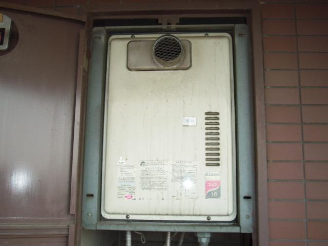 大阪府 堺市 マンション リンナイ ガス給湯器 扉内設置型 前方排気 取替交換工事