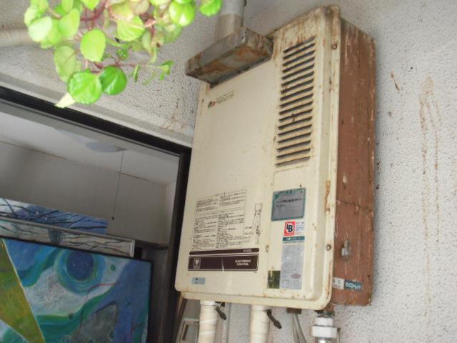 兵庫県神戸市中央区 マンション ノーリツ ガス給湯器 屋外設置型 排気延長タイプ 取替交換工事