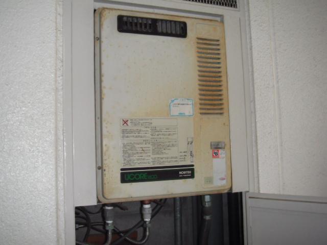 兵庫県 尼崎市 マンション ノーリツ ガス給湯器 標準設置形 PS設置 取替交換工事施工