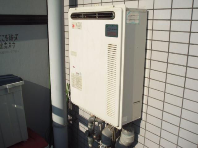 兵庫県 尼崎市 マンション ノーリツ ガスふろ給湯器 屋外壁掛け セミオート 取替交換工事施工