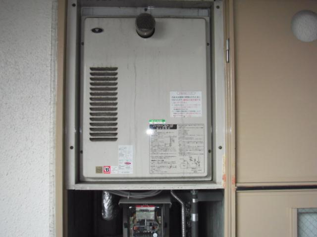 兵庫県 尼崎市 マンション ノーリツ ガス給湯器 高温水供給式 扉内設置 取替交換工事