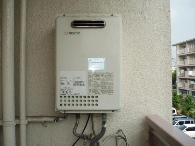 兵庫県 尼崎市 団地 ノーリツ 16号 ガス給湯器 屋外設置形 取替交換工事