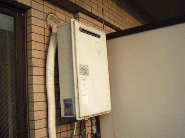 大阪府 大阪市 北区 マンション リンナイ ガス給湯器 16号 屋外壁掛形 電波リモコン 取替交換工事