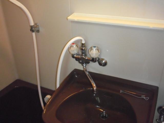 兵庫県 尼崎市 ハイツ イナックス リクシル 浴室 2ハンドル シャワー水栓 取替交換工事施工