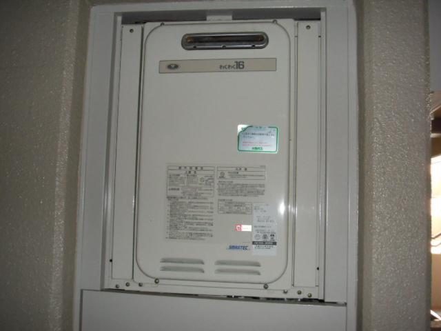 兵庫県 尼崎市 マンション ノーリツ 16号 ガス給湯器 PS扉設置 取替交換工事施工