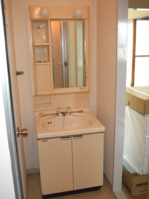 兵庫県 尼崎市 マンション LIXIL 洗面化粧台 600サイズ 取替交換工事 施工