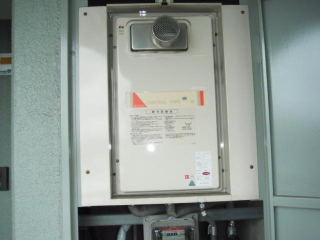 兵庫県 尼崎市 マンション ノーリツ ガス給湯器 16号 メーターボックス内設置形 前方排気 取替交換工事 施工