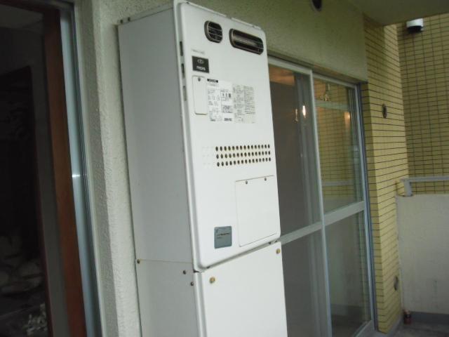 兵庫県 西宮市 マンション ノーリツ ガスふろ給湯器 フルオートタイプ 屋外壁掛型 16号 取替交換工事 施工