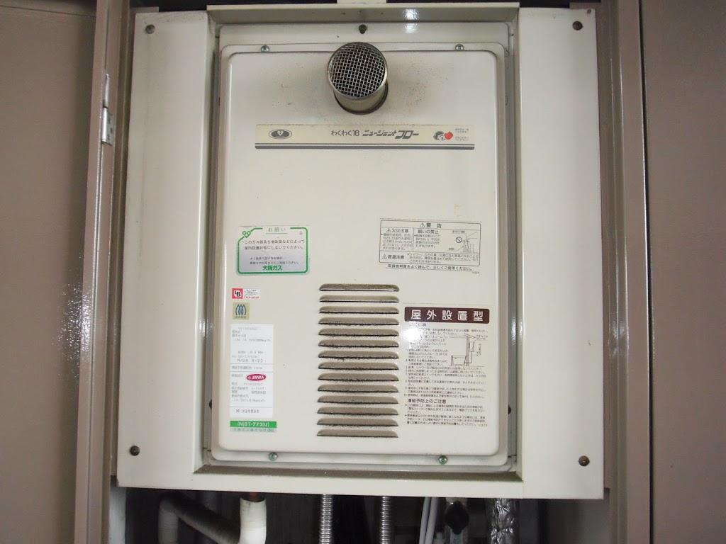 兵庫県 尼崎市 マンション リンナイ ガス給湯器 扉内設置 高温水供給式 前方排気 取替交換工事 施工