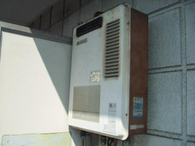 大阪府 吹田市 マンション ノーリツ 16号 ガス給湯器 屋外設置形 取替交換工事 施工