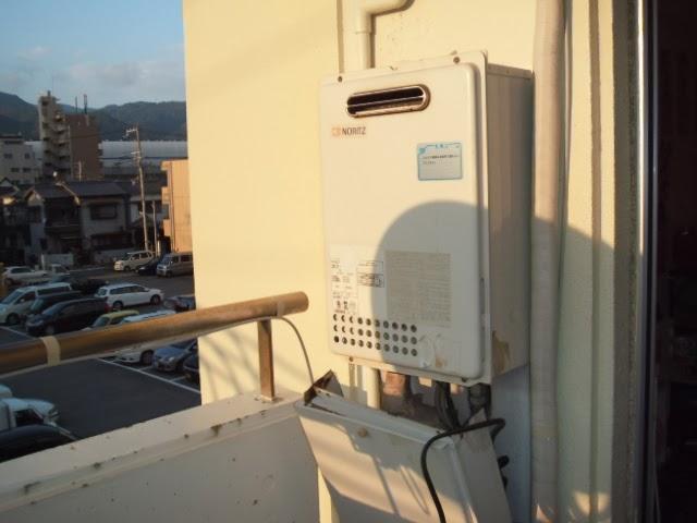 兵庫県 神戸市東灘区 マンション ノーリツ 16号 ガス給湯器 ベランダ 屋外設置型 取替交換工事 施工