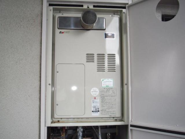 兵庫県 伊丹市 マンション リンナイ 24号 ガス温水暖房付きふろ給湯器 扉内設置 前方排気 取替交換工事施工