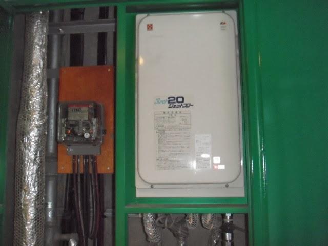 大阪府 茨城市 マンション リンナイ ガス給湯器 20号 高温水供給方式 PS扉内設置 後方排気型 取替交換工事施工