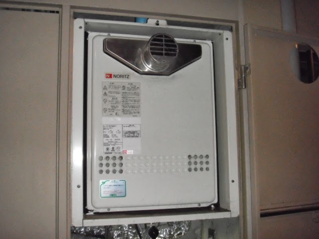 兵庫県 伊丹市 マンション ノーリツ ガス風呂給湯器 セミオート PS扉内設置 前方排気 取替交換工事 施工