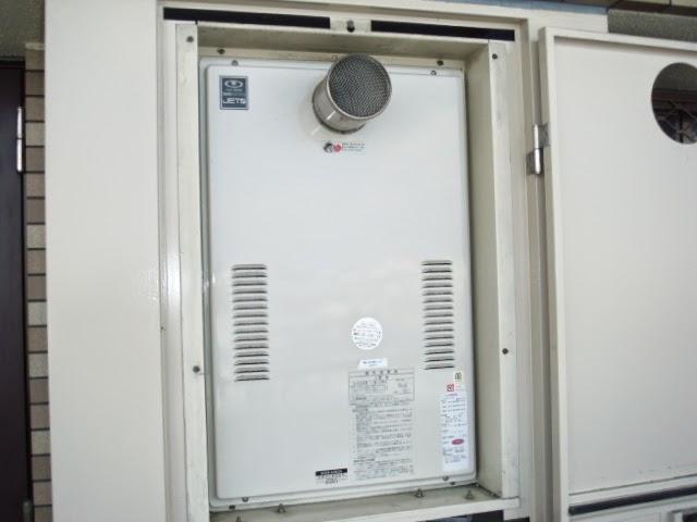 大阪府 大東市 マンション ハーマン 24号 ガス温水暖房付き給湯器 高温水供給方式 PS扉内設置 前方排気 取替交換工事施工