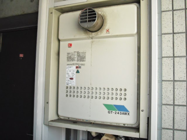 兵庫県 宝塚市 マンション ノーリツ 24号 ガス風呂給湯器 メーターボックス 扉内設置 前方排気 取替交換工事 施工