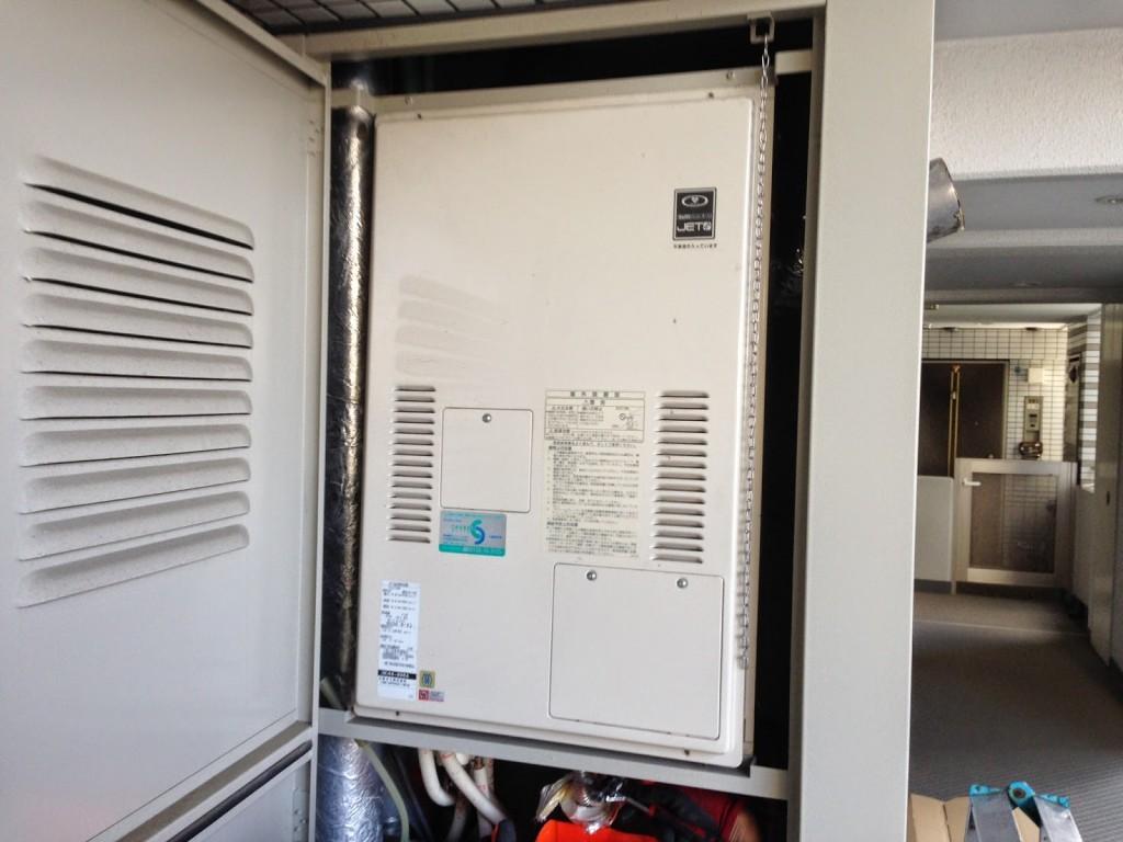 兵庫県 神戸市 東灘区 マンション 24号 ハーマン ガス温水暖房付き給湯器 高温水供給方式 PS扉内設置 後方排気 取替交換工事 施工