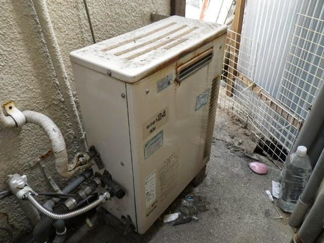 兵庫県 伊丹市 戸建て住宅 ノーリツ 24号 ガスふろ給湯器 屋外据置型 隣接設置 2つ穴 セミオート 取替交換工事施工