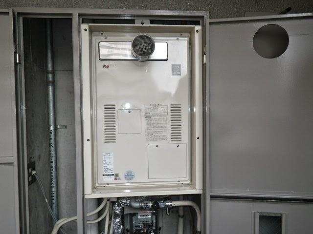 大阪府 吹田市 マンション ノーリツ 24号 ガス給湯器 高温水供給方式 PS扉内設置 前方排気 取替交換工事施工