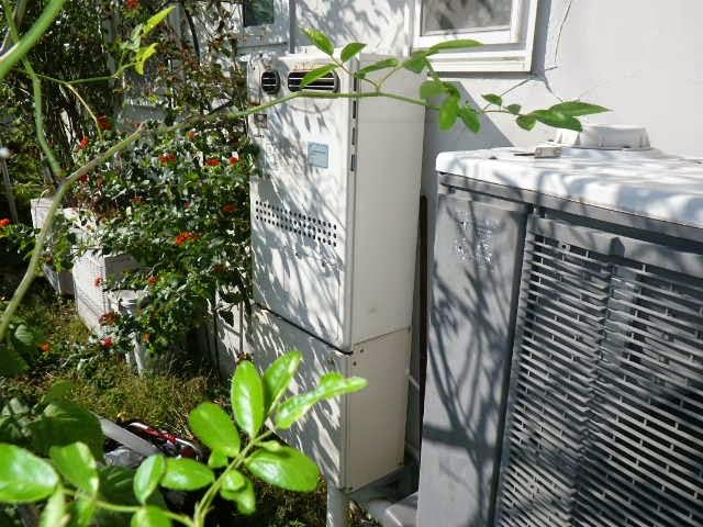 兵庫県 神戸市 東灘区 戸建て住宅 ノーリツ 24号 エコジョーズ ガス温水暖房付き風呂給湯器 屋外設置形 セミオート 取替交換工事施工