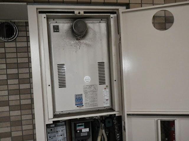 大阪府 大東市 マンション リンナイ ガス給湯器 24号 高温水供給方式 PS扉内設置 前方排気 取替交換工事施工