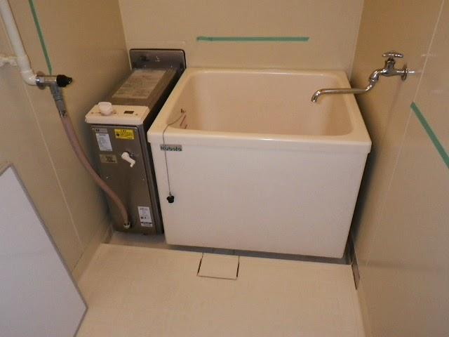 兵庫県 川西市 県営住宅 ハウステック カベピタ パックイン 16号 給湯専用 1100サイズ 浴槽 取替交換工事施工