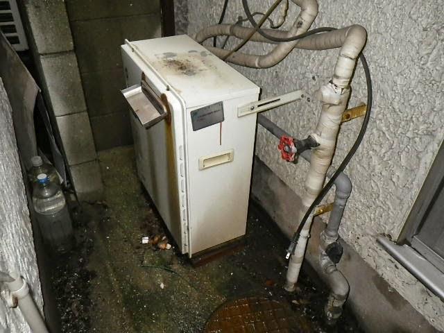 兵庫県 尼崎市 戸建て住宅 ノーリツ 16号 ガス風呂給湯器 エコジョーズ 2つ穴 隣接タイプ セミオート 取替交換工事施工