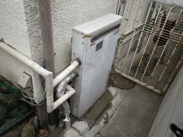 兵庫県 伊丹市 戸建て住宅 リンナイ 20号 隣接設置型 屋外据置き 2つ穴 セミオート 取替交換工事施工