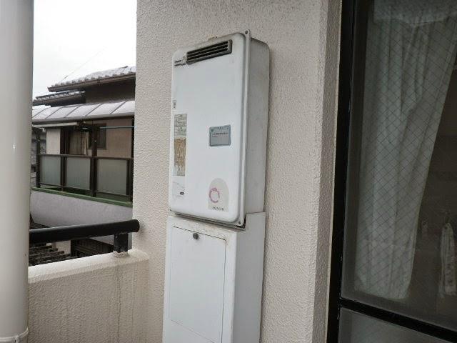 兵庫県 尼崎市 マンション 16号 ノーリツ ガス給湯器 屋外壁掛型 ベランダ設置 取替交換工事施工