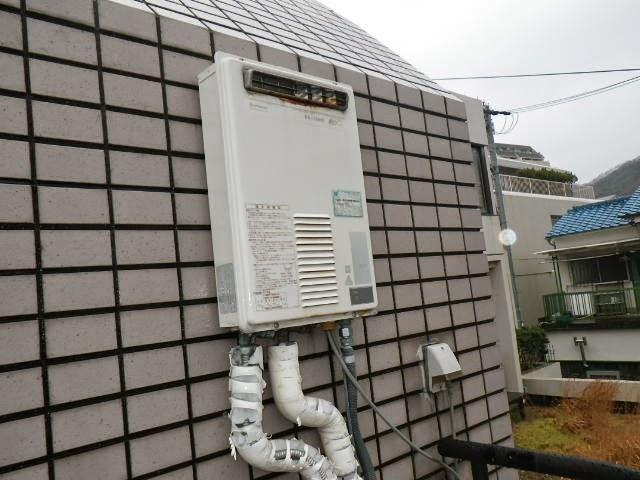 兵庫県 神戸市 兵庫区 マンション ノーリツ 16号 ガス給湯器 屋外設置型 べランダ 取替交換工事施工