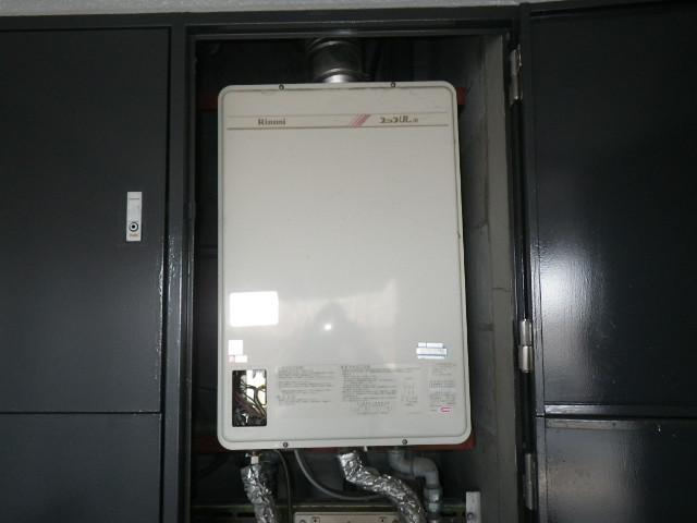 兵庫県 西宮市 マンション ノーリツ 16号 ガス給湯器 屋内設置 強制給排気 取替交換工事施工