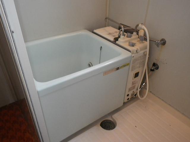 兵庫県 芦屋市 マンション ハウステック 16号 カベピタ パックイン 給湯専用 1100サイズ浅型浴槽 取替交換工事施工