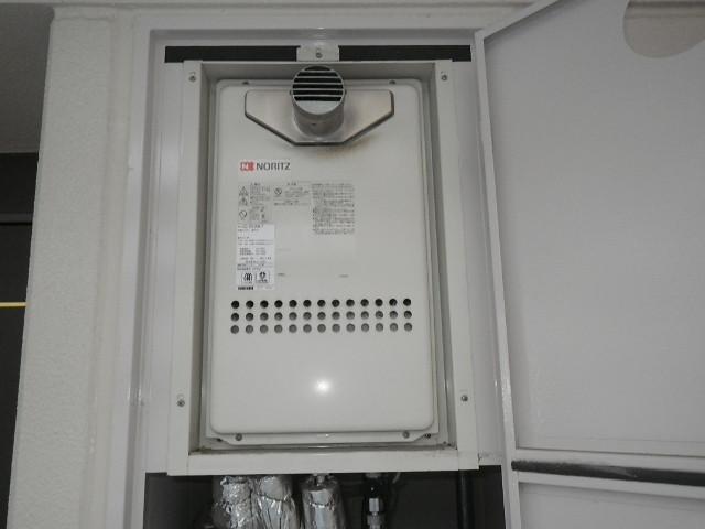 兵庫県 西宮市 高松町 マンション ノーリツ 16号 ガス給湯器 高温水供給式 PS扉内設置 前方排気 取替交換工事施工