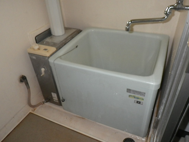 兵庫県 加古川市 野口町 団地 ハウステック カベピタ パックイン 1100浴槽 取替工事 WF-1612AT